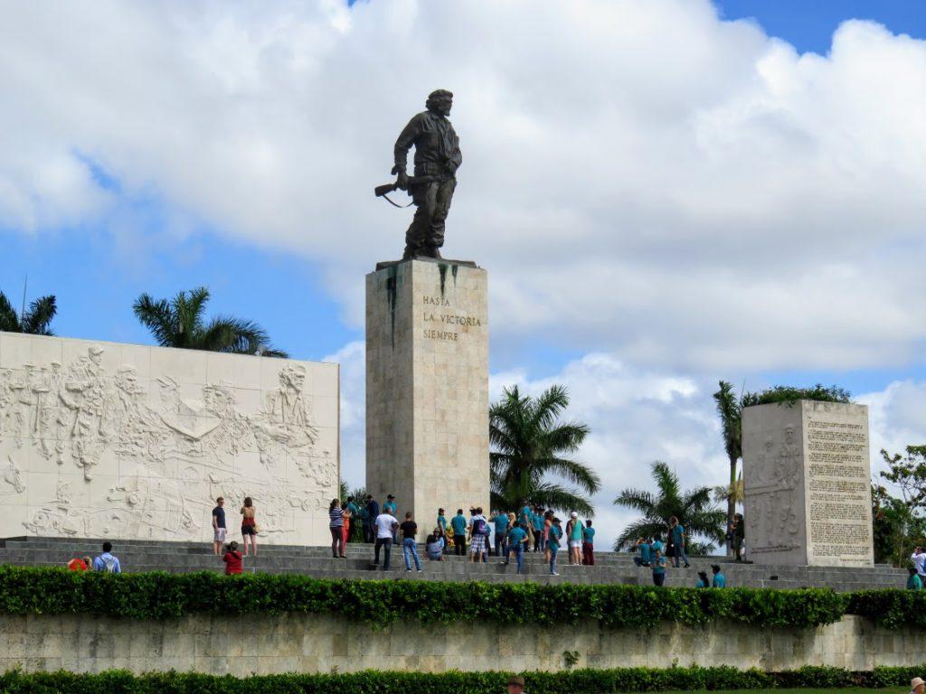 statue of Che Guevara at memorial Santa Clara Cuba (1)