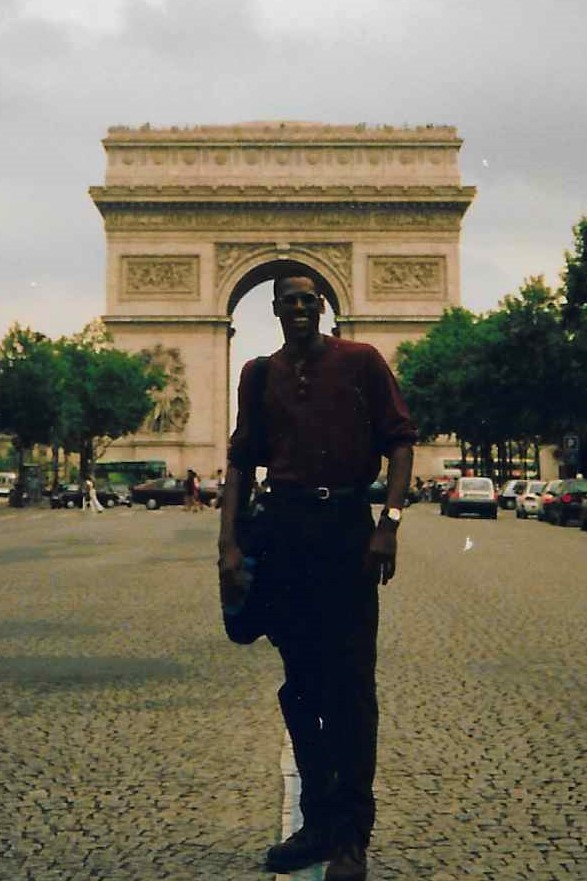 In front of the Arc de Triomphe filming Family matters 1996